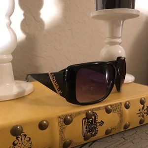 Accessories - Adorable black sunglasses in excellent condition!